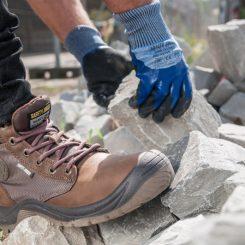 Lightweight work boots for sensitive feet